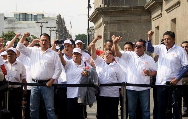 Llegada de los lideres del Sindicato Nacional de Trabajadores de la Educación (SNTE) al Palacio Nacional. Foto: Cuartoscuro