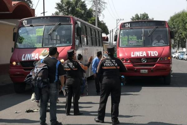 policías y taxistas