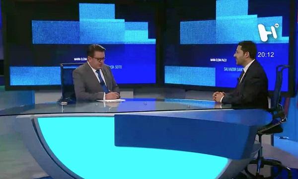 El senador de Morena visita el estudio de El Heraldo TV. Foto: Especial