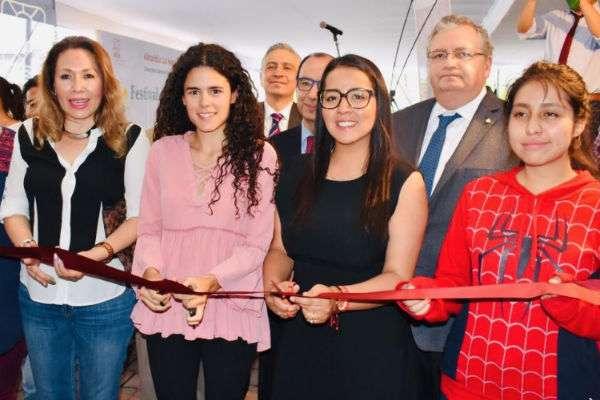 La Secretaría del Trabajo y Previsión Social, Luisa María Alcalde Luján y la alcaldesa Paty Ortiz Couturier dieron inicio con la feria. FOTO: ESPECIAL