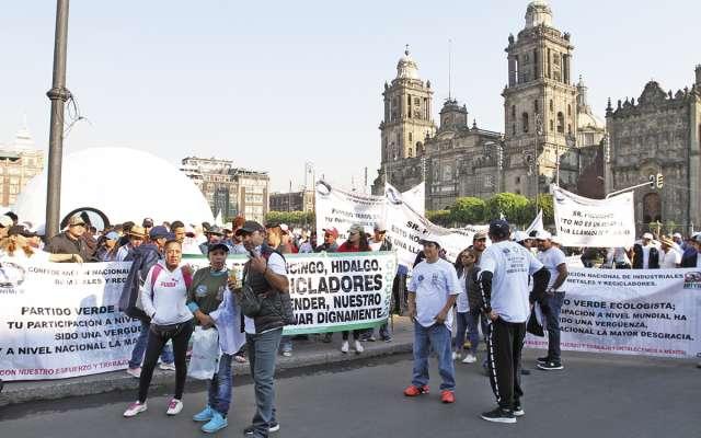 Líderes magisteriales se reunieron en privado con el presidente López Obrador. FOTO: ESPECIAL