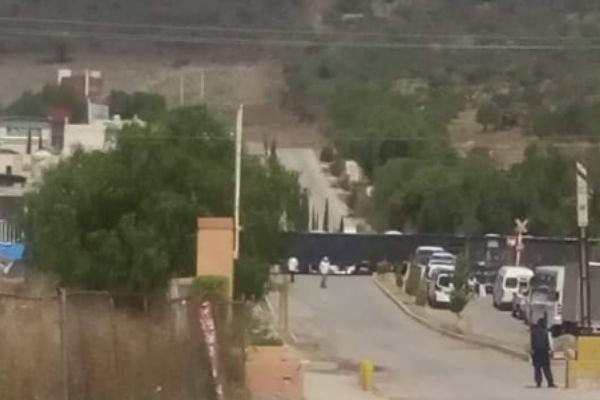Una combi de la Ruta 19 de Huehuetoca fue arrollada por el tren