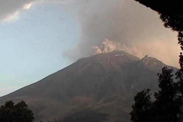 En las últimas 24 hrs el Popocatépetl ha emitido 43 exhalaciones y una explosión. Foto: Cenapred