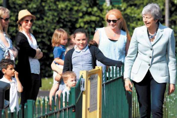 La oposición británica está buscando que la primera ministra, Theresa May, renuncie. FOTO: REUTERS