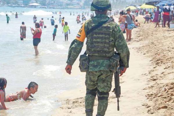 En la actualidad, el ejército y la Marina vigilan las playas. Foto: CUARTOSCURO