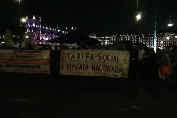 Manifestantes_zocalo_palacio_nacional