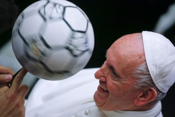 El encuentro, organizado por la Federación Italiana de Futbol, se dio en el Aula Paulo VI. Foto: AP