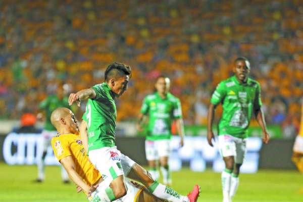 Mena tuvo varias opciones en la ida ante Tigres, pero no anduvo fino. FOTO: ESPECIAL