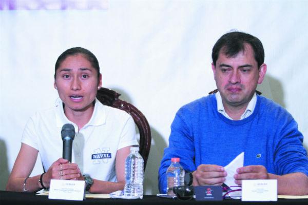 La atleta, con su abogado, Andrés Charría. Foto: NOTIMEX