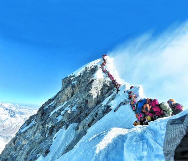 Permanecer largo tiempo en la cima aumenta los riesgos de congelación. FOTO: AP