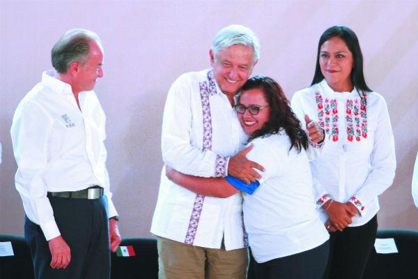 El presidente López Obrador otorgó apoyos en Zacatecas y San Luis Potosí. FOTO: NOTIMEX