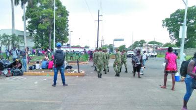 Ciudadanos cubanos esperan en Tapachula, desde hace meses, un salvoconducto que les permita llegar a la frontera con EU. Foto: Especial
