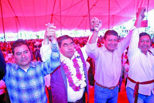 El abanderado de Morena, Miguel Barbosa, garantizó un gobierno comprometido. FOTO: Claudia Espinoza