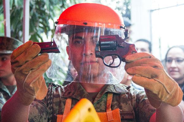 """Como parte del programa """"Sí al desarme, sí a la paz"""" en la Ciudad de México, Iztapalapa recibió el mayor número de armas explosivas"""
