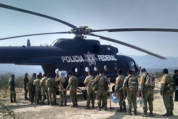 Elementos, unidades y un helicóptero M-I de la Policía Federal participan en forma activa en las tareas de combate a los incendios forestales