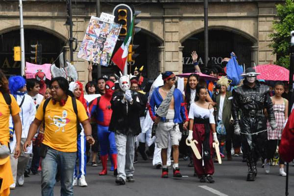 Los asistentes acudieron disfrazados de personajes como Bugs Bonny, Spider-Man, Harley Queen, entre otros. Foto: Pablo Salazar.