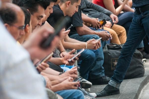 SCJN prohibe espiar celular de tu pareja. Foto: Cuartoscuro