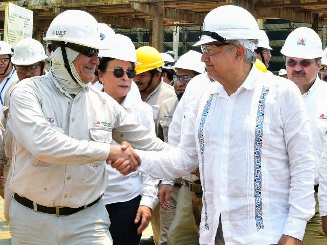 En la refinería Antonio M. Amor Ríos, el presidente López Obrador dijo que la estrategia es el rescate de Pemex. Foto: Especial