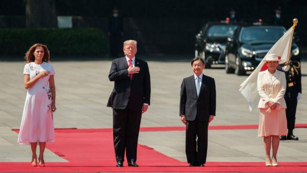 Trump se convirtió en el primer mandatario extranjero en mantener un encuentro con el nuevo emperador de Japón, Naruhito. FOTO: AFP