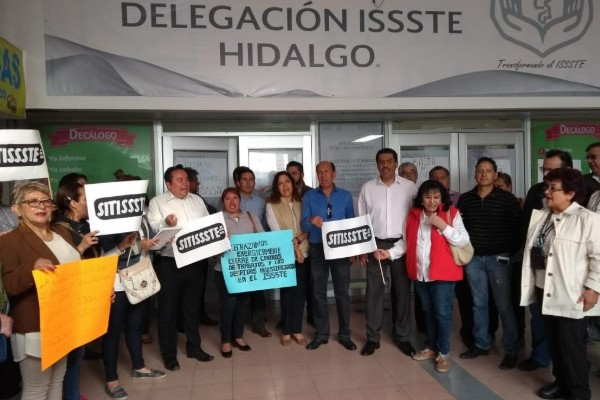 trabajadores issste protestan por despidos en pachuca