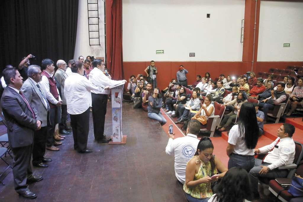 El candidato Miguel Barbosa acudió a los Diálogos por la Humanización de Puebla.FOTO: ESPECIAL
