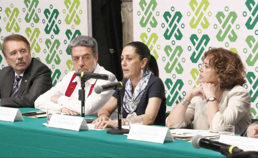 La jefa de Gobierno, Claudia Sheinbaum (derecha), espera que para 2024 el IES alcance una matrícula de 14 mil 851 estudiantes.FOTO: ESPECIAL