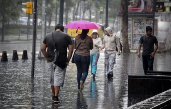 En su cuenta de Twitter @C5_CDMX reportó que en la alcaldía de Coyoacán se reportó lluvia moderada y en la de Benito Juárez lluvia ligera.FOTO: ESPECIAL