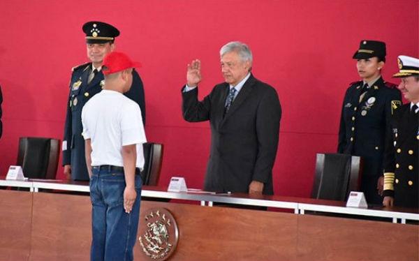 El presidente López Obrador estuvo acompañado de los secretarios de la Defensa Nacional y de Marina, Luis Cresencio Sandoval y el almirante José Rafael Ojeda. FOTO: ESPECIAL