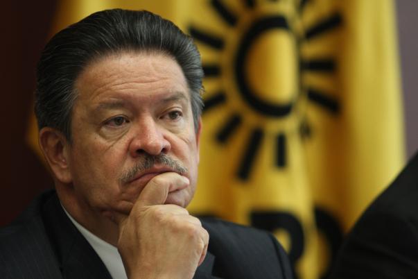 Carlos Navarrete promueve las ideas que cuestionan todas las acciones gubernamentales.