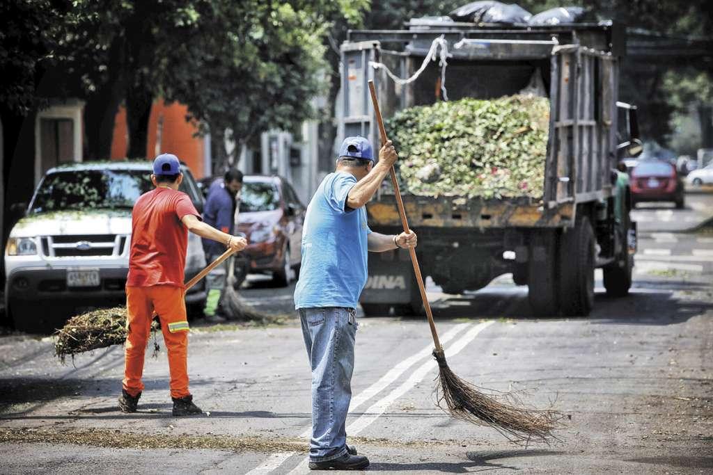 Trabajadores de Limpia y Jardinería eran vulnerados en su derecho.FOTO: NAYELI CRUZ