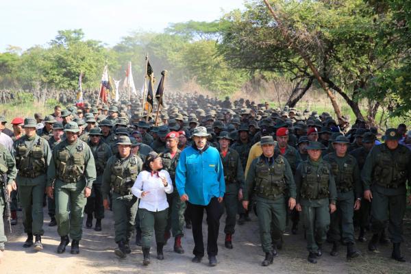 El presidente pidió combatir a la oposición que, según él, es enviada por EE.UU.