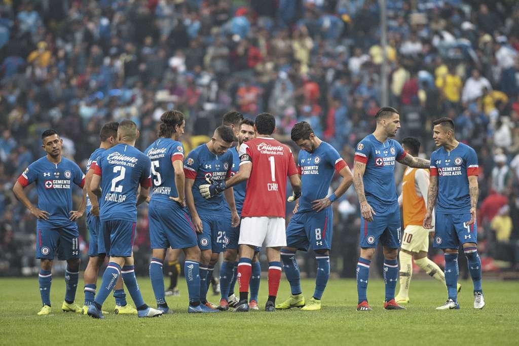 PLENO. Pedro Caixinha, técnico de Cruz Azul, tiene equipo completo.