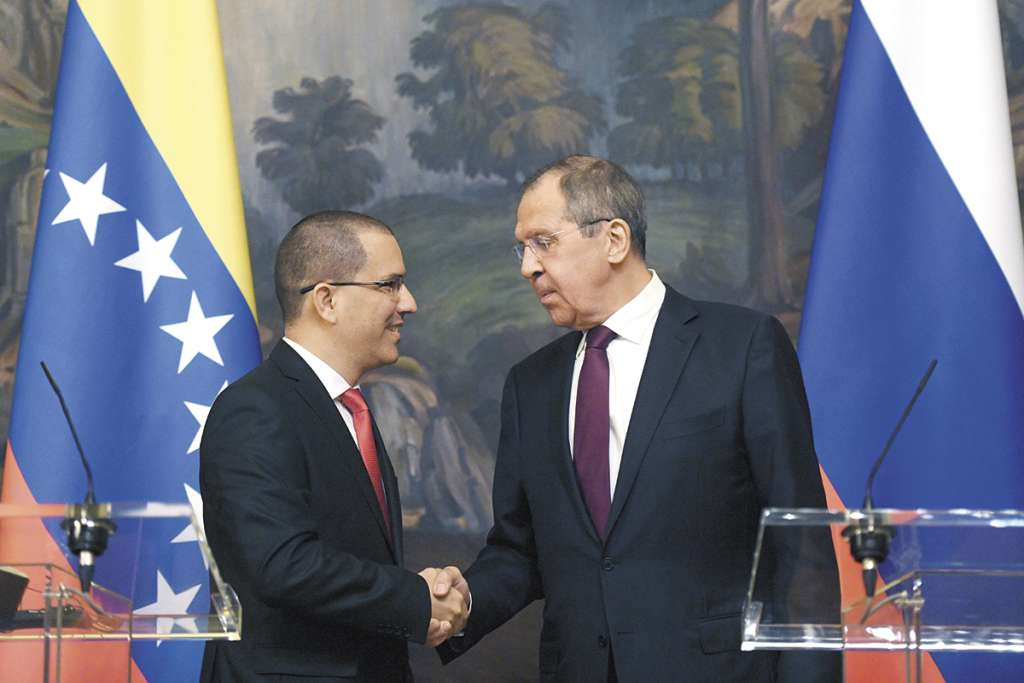 El canciller de Rusia, Sergei Lavrov, se reunió ayer con su par venezolano, Jorge Arreaza.FOTO:AFP