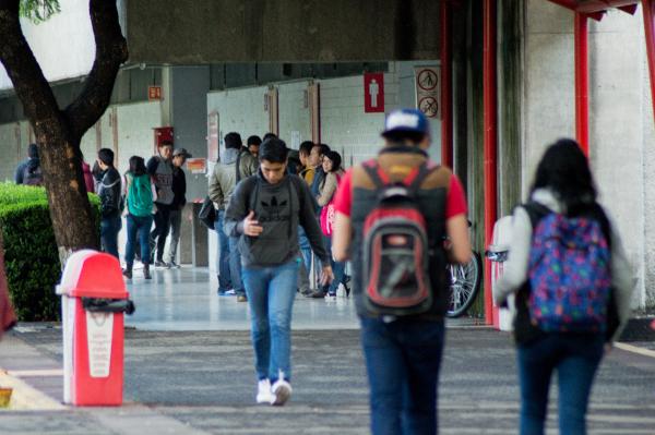 Alumnos regresan a clases después de huelga