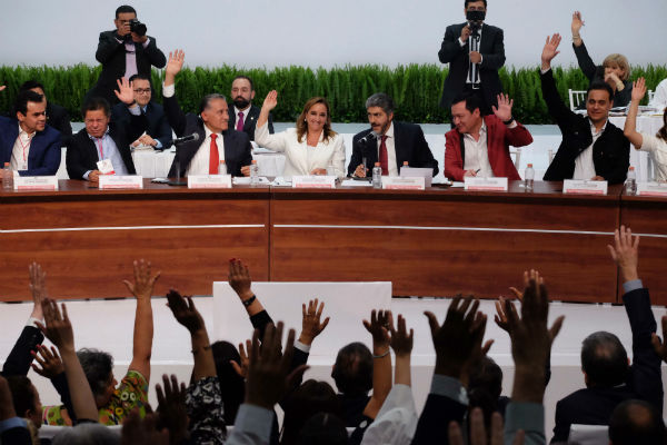 Claudia Ruiz Massieu, atajó las versiones de que habría marcha atrás al método de consulta a la militancia