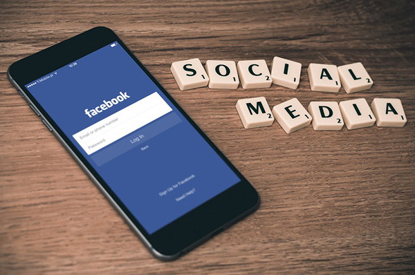 La intención es que se inicie el intercambio de mensajes a través de estas aplicaciones y que en un futuro esto también suceda con el servicio de SMS.