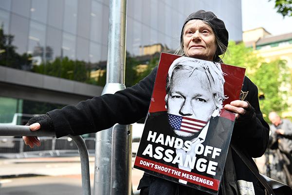 El fundador de WikiLeaks, Julian Assange, fue condenado el miércoles a casi un año de cárcel en Reino Unido. FOTO: AFP