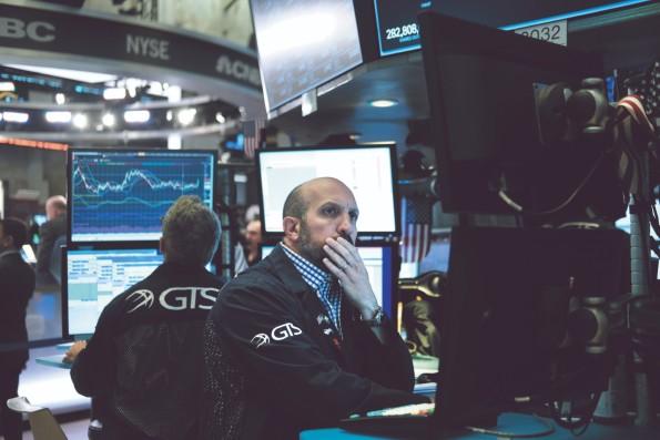 La Bolsa de Nueva York retrocedió 1 por ciento, afectando principalmente a las armadoras. Foto: AFP