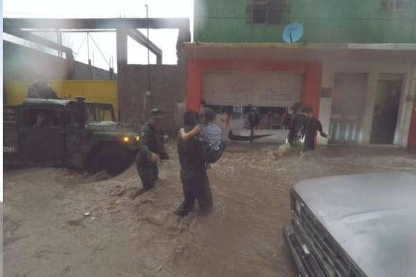 Personal militar dio apoyo a los habitantes de San Luis Potosí desde el pimer momento. Foto: Especial