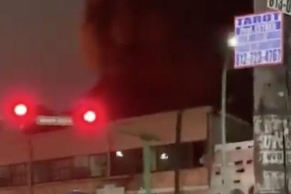 Reportan incendio de cuatro bodegas en Monterrey