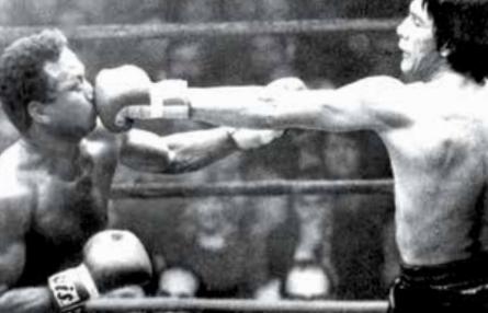 Mantequilla Nápoles sufrió una derrota ante Carlos Monzón, el 9 de febrero de 1974, en París
