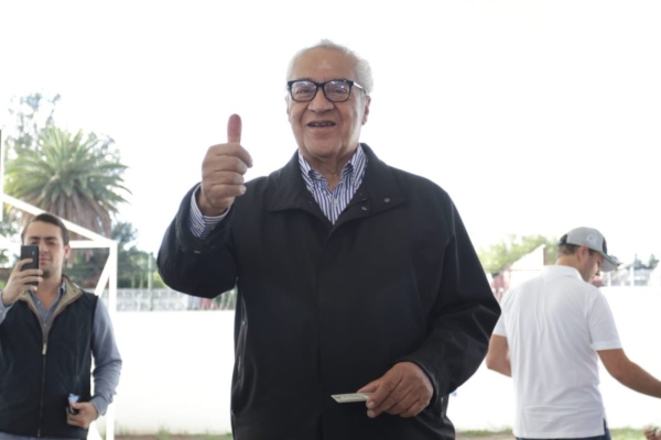 Vota Guillermo Pacheco Pulido gobernador de Puebla