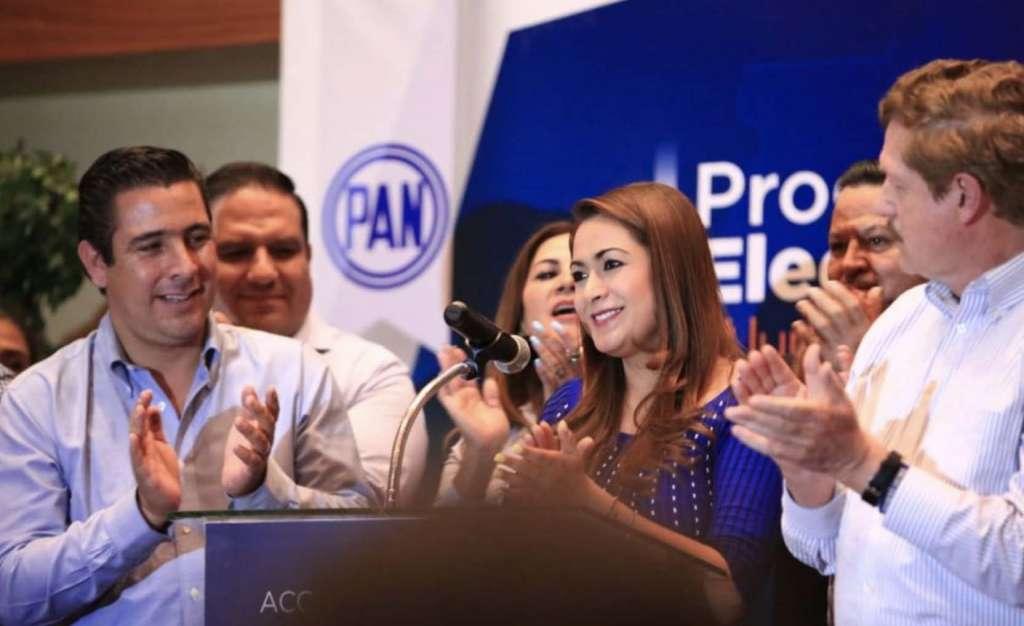 La albiceleste Tere Jimenez y el morenita Arturo Ávila, se declararon ganadores de la contienda. Foto: Especial