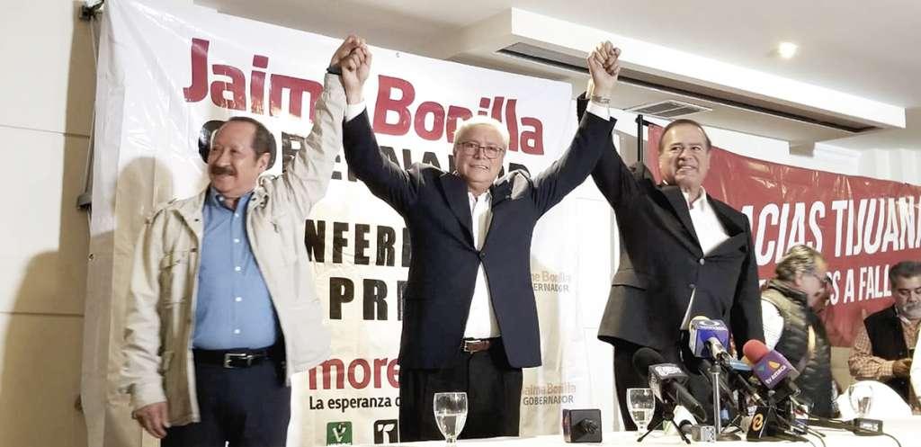 Leonel Godoy, delegado de Morena, Jaime Bonilla, candidato a la gubernatura de Baja California, y Arturo González Cruz, aspirante a la alcaldía de Tijuana, anunciaron anoche su triunfo electoral.FOTO: ATAHUALPA GARIBAY