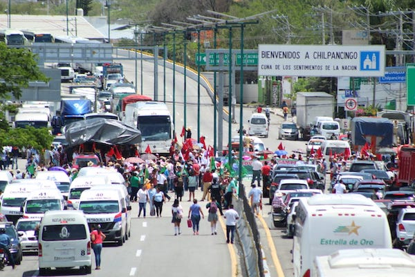 Chilpancingo-Autopista-del-Sol-protesta-campesinos
