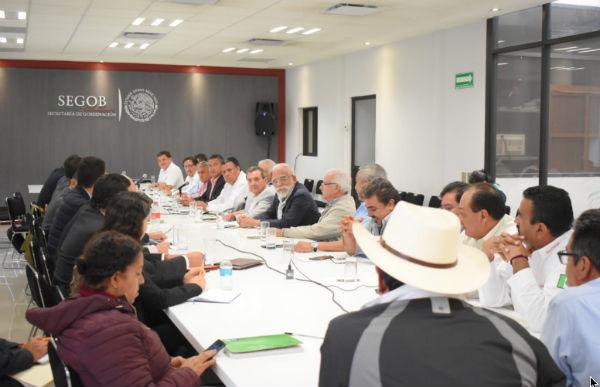 Tras la reunión se informó que se tiene la instrucción de mantener el diálogo abierto para construir una agenda en la que se beneficie a usuarios y taxistas. FOTO: MANUEL DURÁN