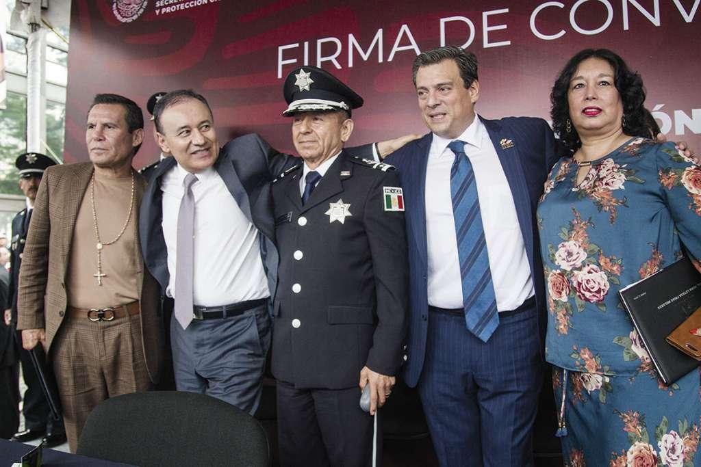 Julio César Chávez, Alfonso Durazo, José Pedro Vizuet, Mauricio Sulaimán y Nora Frías.FOTO: ESPECIAL