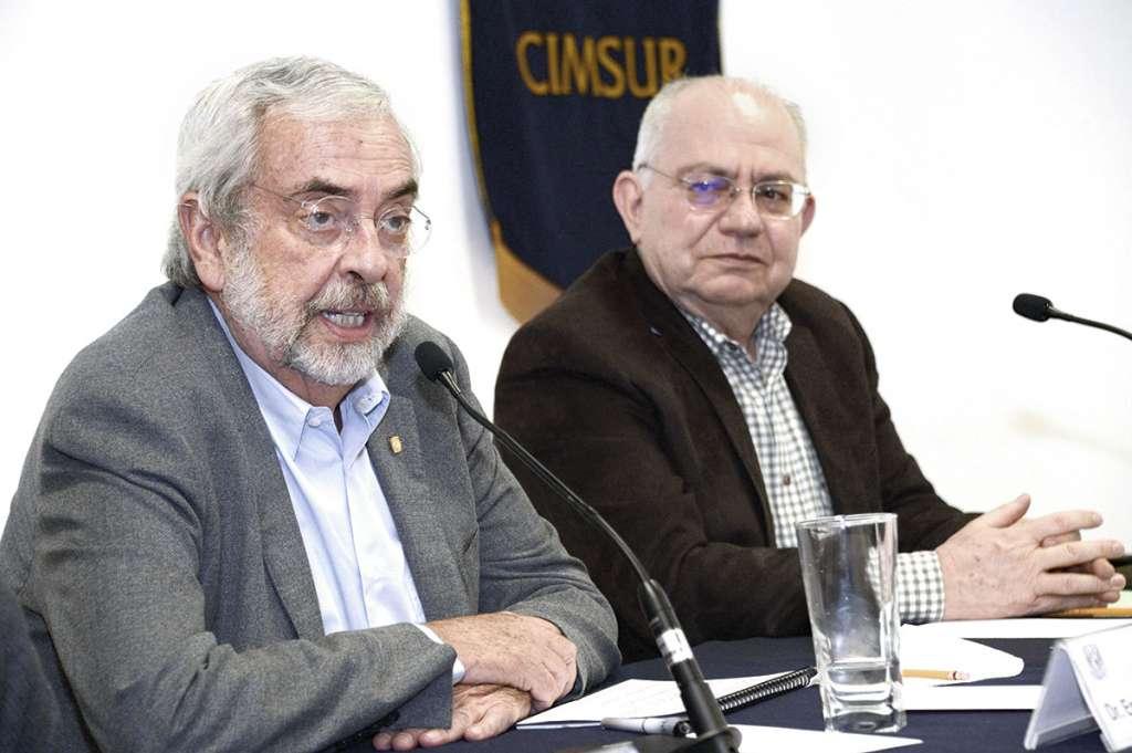 El rector Graue y el director del Cimsur, Gabriel Ascencio, acudieron a una reunión de trabajo.FOTO: ESPECIAL