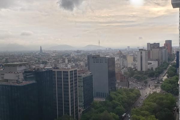Las autoridades recomendaron limitar los esfuerzos prolongados al aire libre en las alcaldías con calidad del aire regular. Foto: Luis Hernández