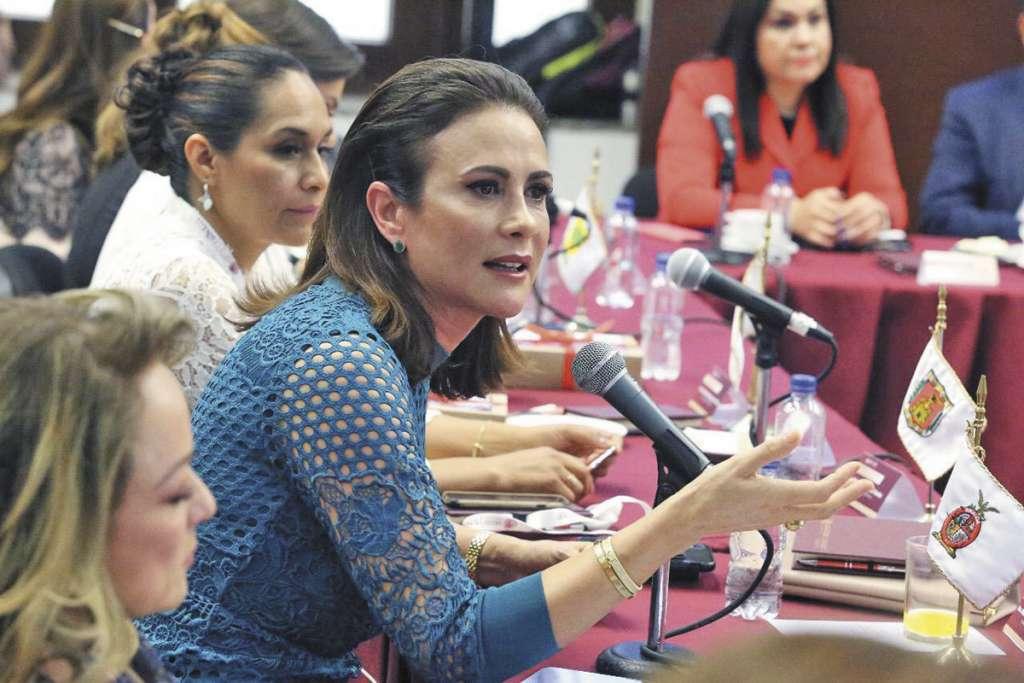 Rosy Fuentes de Ordaz participó en la reunión nacional de titulares de los Sistemas DIF.. FOTO: ESPECIAL